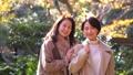 旅行秋天秋葉母親女兒父母和兒童家庭旅行圖像 46386549