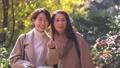 旅行葉子父母和兒童婦女旅遊圖像 46387117