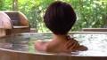 露天浴溫泉中間女性獨行旅行形象 46416842