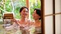 溫泉旅遊露天浴池父母和孩子沐浴溫泉圖像 46424104
