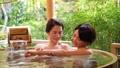 溫泉旅遊露天浴池父母和孩子沐浴溫泉圖像 46424107
