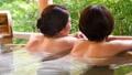 溫泉旅遊露天浴池父母和孩子沐浴溫泉圖像 46424108