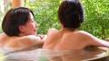 溫泉旅遊露天浴池父母和孩子沐浴溫泉圖像 46424110
