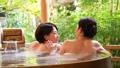 溫泉旅遊露天浴池父母和孩子沐浴溫泉圖像 46424111