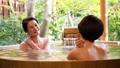 溫泉旅遊露天浴池父母和孩子沐浴溫泉圖像 46424112