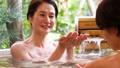 溫泉旅遊露天浴池父母和孩子沐浴溫泉圖像 46424113
