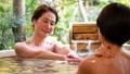 溫泉旅遊露天浴池父母和孩子沐浴溫泉圖像 46424114