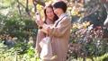 旅行秋天秋葉母親女兒父母和兒童家庭旅行圖像 46593047