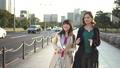 外国人と東京観光  皇居 46717980