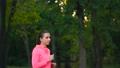 ジョギング 女 女性の動画 46730847