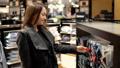 買い物客 ショッピングセンター 店舗の動画 46812092