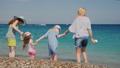 ビーチ 浜辺 ファミリーの動画 47003190