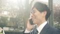 비즈니스 이미지 걷는 통근, 이동, 출근, 출장, 남성, 일본인, 직장인, 웃음, 미소, 말하기, 전화 47026838