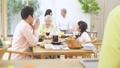 多代家庭聚會形象 47094351