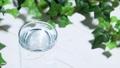水をグラスに注ぐ 47176818