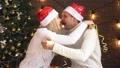 クリスマス 人 樹木の動画 47442821