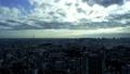 도쿄 도심 방면 시간 경과 천사의 사다리 푸른 하늘과 구름 타이틀 백 47459944