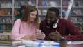 学生 電話 スマートフォンの動画 47554294