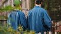 中间夫妇温泉旅行Yukata室外浴图象 47664475
