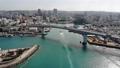 沖繩夜港和船舶進入Sunny港口 47699844