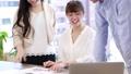 働く女性 オフィスシーン 複数カット シーケンス 47794180