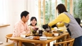食事 食卓 家族の動画 47821238