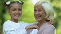 子 子供 老人の動画 47878816