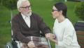 老化 高齢化 介助の動画 47995744