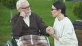 老化 高齢化 介助の動画 47995745