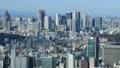 東京風景新宿高層建築街流動的雲彩光和陰影通過時間推移放大 48001124