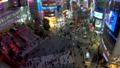 《東京都》渋谷駅前スクランブル交差点・夜景《タイムラプス・ティルトアップ》 48140111