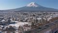 富士吉田和富士山的雪景(放大) 48230884