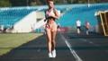 女性 ランナー 走者の動画 48248315