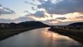 夕日 夕暮れ タイムラプス 川 雲 48519481