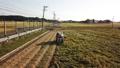 稲刈り コンバインを運転する男性 イメージ ドローン撮影 48662241