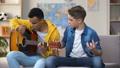 少年 ギター 男の動画 48744723