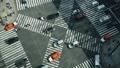 標牌智能手機的縱向材料東京延時銀座壽光橋交叉口汽車和人流的流動 48916694