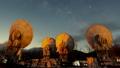 노베 야마 국립 천문대의 전파 망원경과 은하수 (틸트 업) 49036113