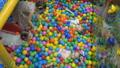 プール ボール 玉の動画 49213682