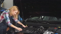 High qualified specialist helps your with your broken vehicle 49267405