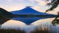富士山と笠雲、静岡県富士宮市田貫湖にて 49394664