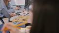 オフィス ブレーンストーミング チームワークの動画 49754252