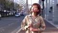 街中を歩く女性 49817738