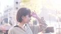 女性 日射し 眩しいの動画 49866355