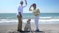 シニア夫婦と犬 浜辺 50060421