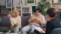 人々 人物 相談の動画 50125540