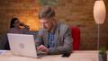 人 ビジネスマン タイピングの動画 50147713