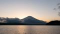 從山中湖看到的富士山晚上(遊戲中時光倒流,向下傾斜) 50219129
