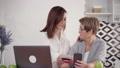 女の人 女性 フォンの動画 50234781