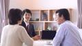 ビジネスマン 夫婦 商談の動画 50287910